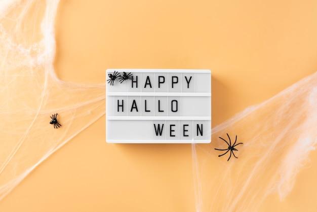 Arrangement d'halloween créatif à plat