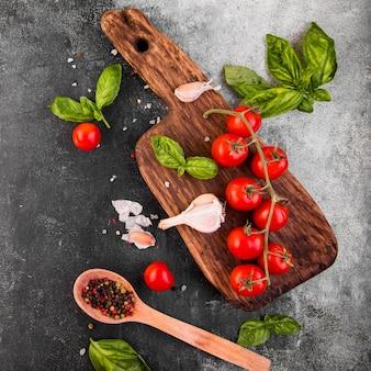 Arrangement d'ingrédients délicieux à plat