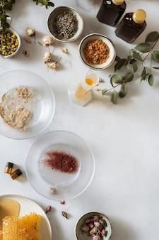 Arrangement d'ingrédients à plat