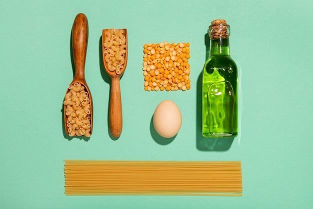 Arrangement d'ingrédients de repas vue de dessus