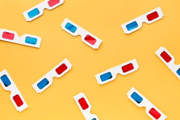 Arrangement de lunettes 3d sur fond jaune