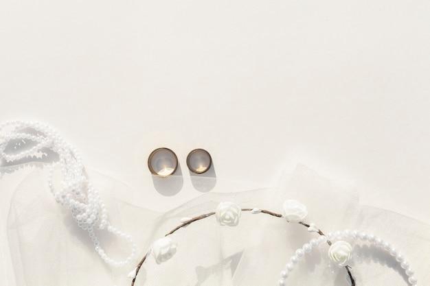 Arrangement de mariage plat blanc avec espace de copie