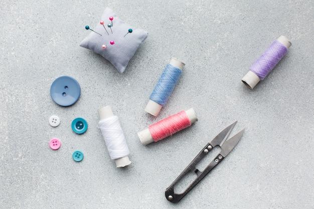 Arrangement de mercerie accessoires colorés