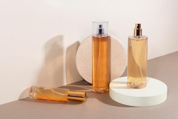 Arrangement minimal de produits de beauté