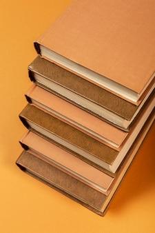 Arrangement minimaliste de la journée mondiale du livre