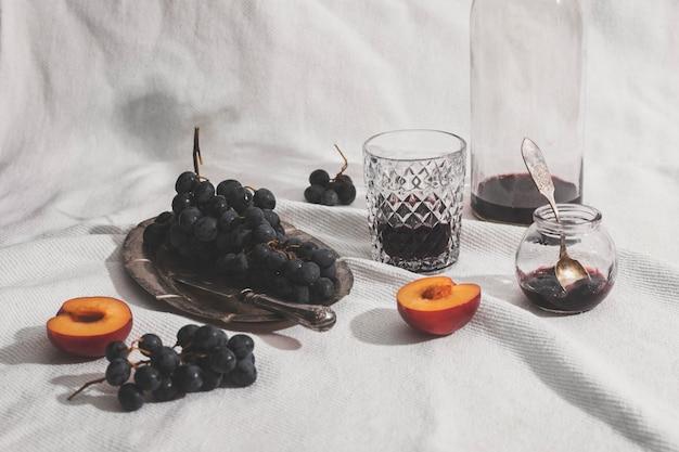 Arrangement de myrtilles et abricots