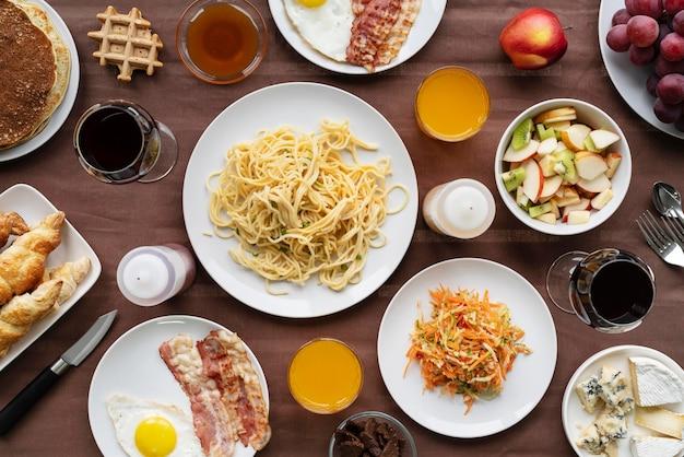 Arrangement de nourriture savoureuse au-dessus de la vue
