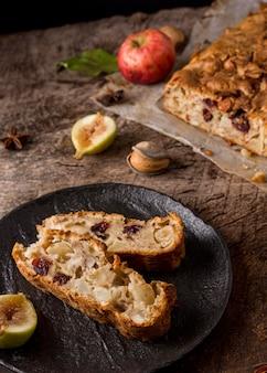 Arrangement de pain aux fruits