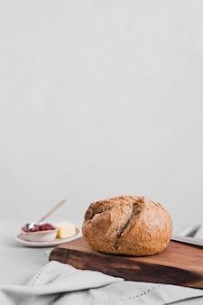 Arrangement de pain avec confiture