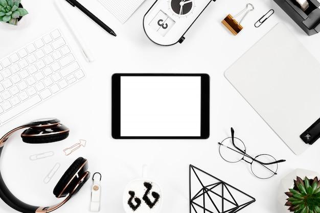 Arrangement De Papeterie Vue De Dessus Avec Maquette De Tablette Photo Premium