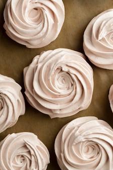 Arrangement de petits gâteaux vue de dessus