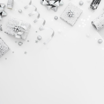 Arrangement plat de cadeaux emballés