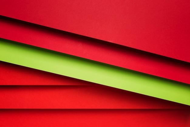 Arrangement plat de feuilles de papier colorées