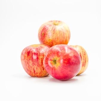 Arrangement avec des pommes rouges