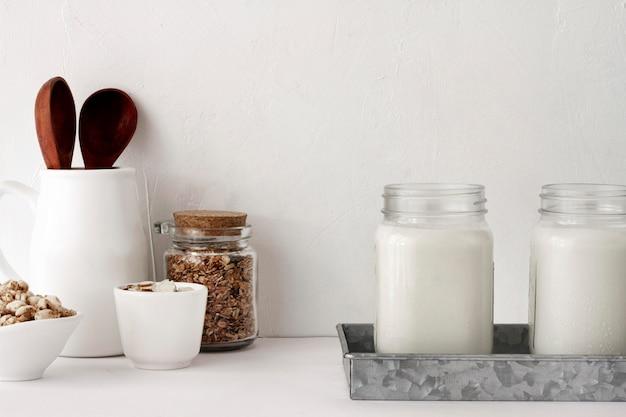 Arrangement de pots de yaourt
