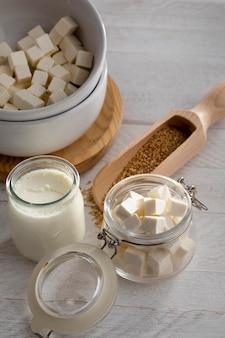 Arrangement de produits laitiers à angle élevé