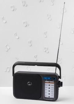 Arrangement avec radio et notes de musique