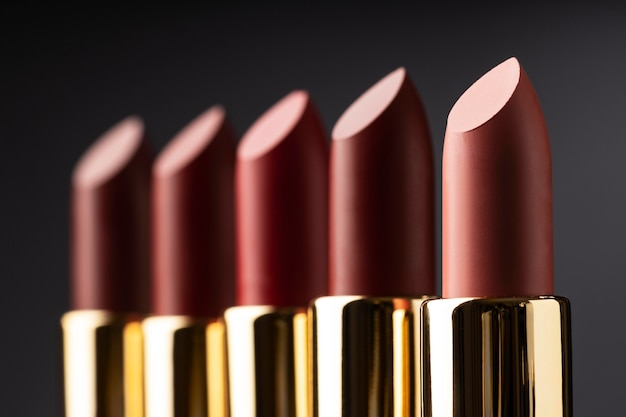 Arrangement de rouges à lèvres flou