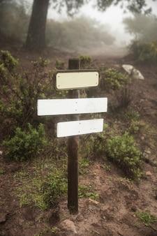 Arrangement avec signe dans la nature