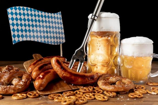 Arrangement de snacks bavarois sur une table