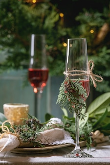 Arrangement de table de noël ou de nouvel an