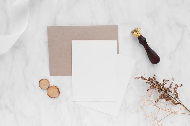 Arrangement de table vue de dessus pour mariage