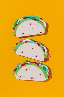 Arrangement de tacos en papier vue de dessus