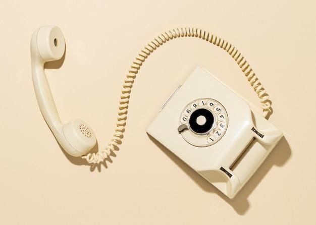 Arrangement téléphonique jaune vintage