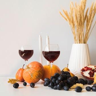 Arrangement de thanksgiving avec des citrouilles