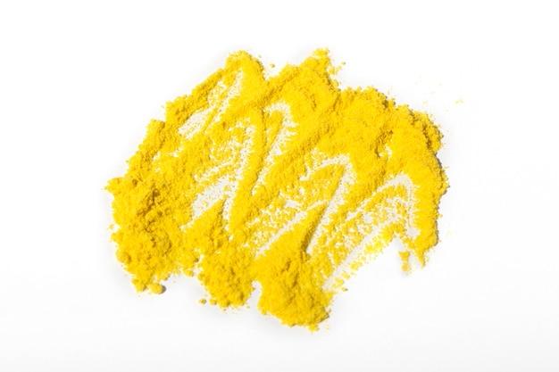 Arrangement de toner jaune nature morte isolé