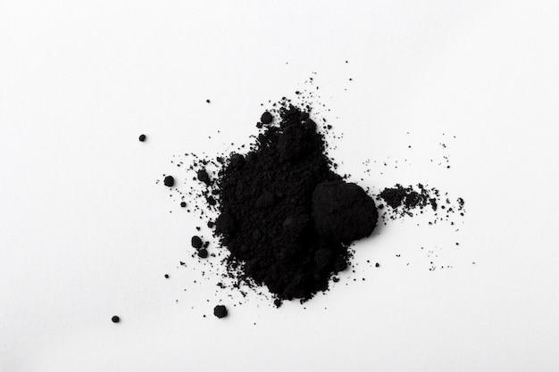 Arrangement de toner noir nature morte isolé
