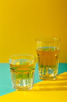 Arrangement de verres avec boissons