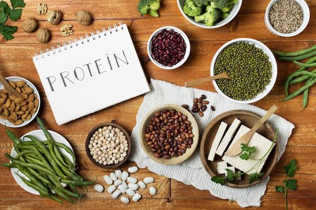 Arrangement de vue de dessus avec grains et cahier