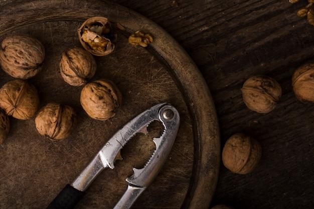 Arrangement de vue de dessus des noix biologiques