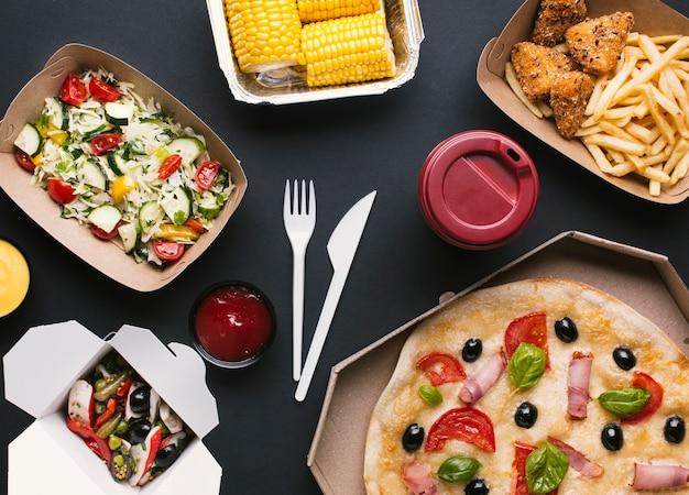 Arrangement vue de dessus avec de la nourriture délicieuse