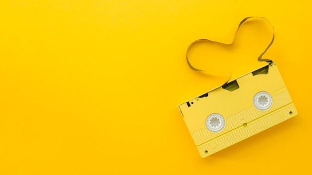Arrangement de vue de dessus avec une vieille cassette