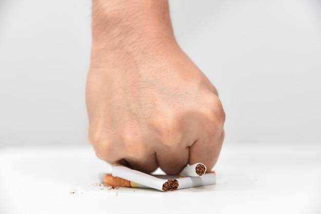 Arrêter de fumer. journée mondiale sans tabac, journée mondiale antitabac