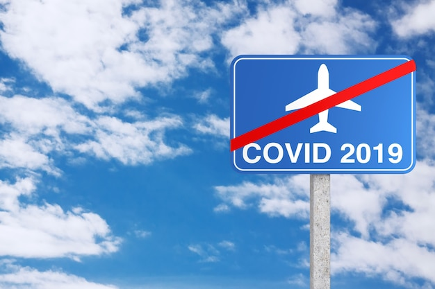 Arrêter le vol en raison du panneau de signalisation d'interdiction du coronavirus covid-19 sur fond de ciel bleu. rendu 3d