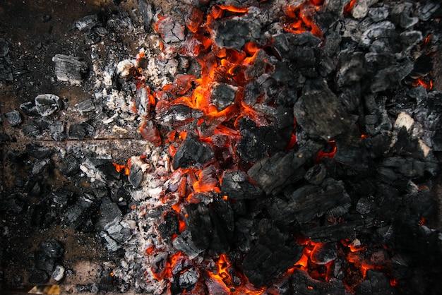 Arrière-plan de la combustion des charbons ardents