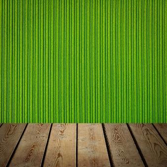 L'arrière-plan est constitué de planches de bois vierges et d'un mur rayé texturé avec éclairage dégradé