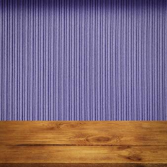 L'arrière-plan est constitué de planches de bois vierges et d'un mur à rayures texturées avec éclairage dégradé et vignettage. pour les démonstrations de produits, l'espace libre, la mise en page, la maquette, le tableau de perspective, le tableau d'arrière-plan.