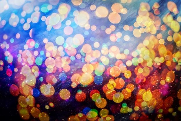 Arrière-plan festif avec bokeh naturel et lumières dorées lumineuses. fond magique vintage avec bokeh coloré.