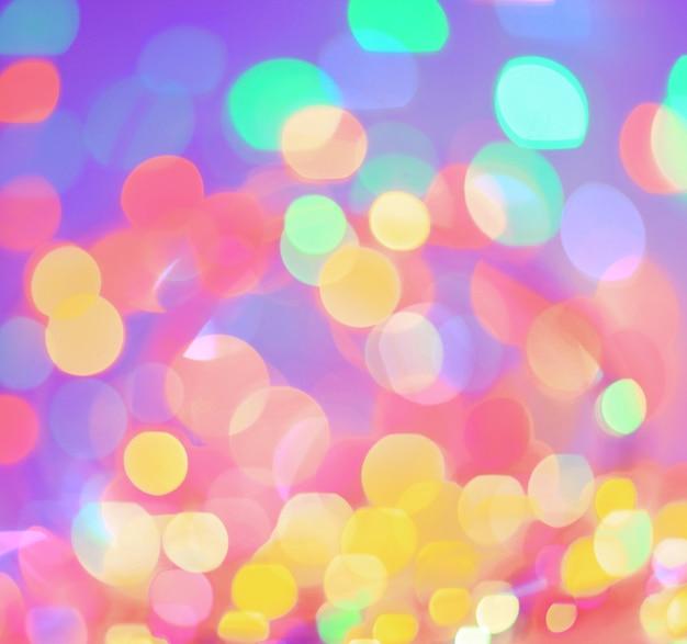 Arrière-plan festif de lumières vives colorées floues. place pour le texte