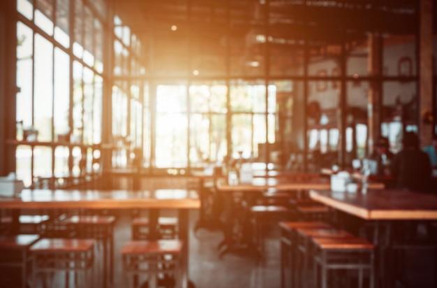 Arrière-plan flou abstrait dans un café, avec un espace vide pour le texte.
