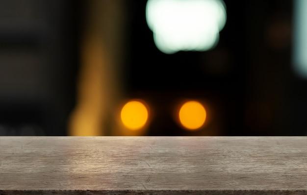 Arrière-plan flou de bar et bureau en bois rétro marron rustique. assemblage, exposition d'affichage de produits.