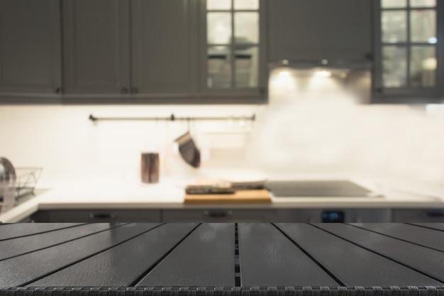 Arrière-plan flou cuisine ou café gris défocalisé moderne avec table et espace