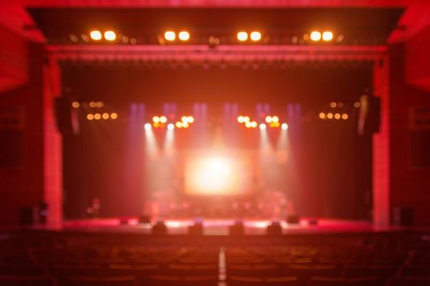 Arrière-plan flou du concert silhouette devant la scène