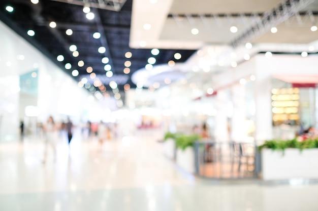 Arrière-plan flou, magasin de flou avec la lumière des gens et bokeh, expérience des affaires