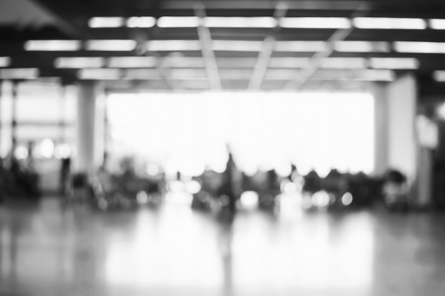 Arrière-plan flou: passagers en attente de vol au terminal de l'aéroport flou fond