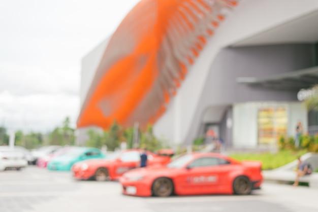 Arrière-plan flou: voiture dans le grand magasin flou fond avec bokeh.